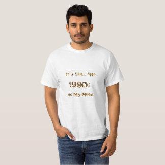 T-shirt parties scintillantes d'or de nostalgie des années