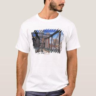 T-shirt Passerelle de fer avec le secteur financier de