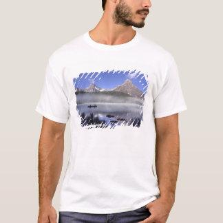 T-shirt Pêcheurs dans le canoë sur des oiseaux aquatiques