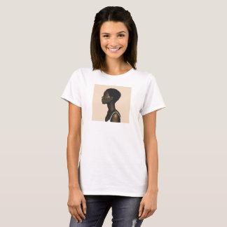 T-shirt peinture femme de profil