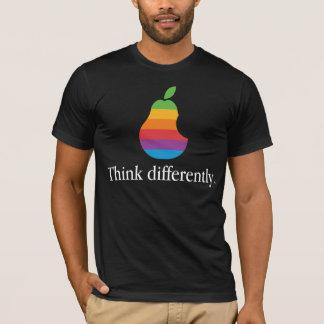 T-shirt Pensez différemment - rétro Apple parodient le