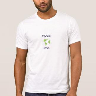 T-shirt pensez le vert, la terre d'espoir de paix, sur la