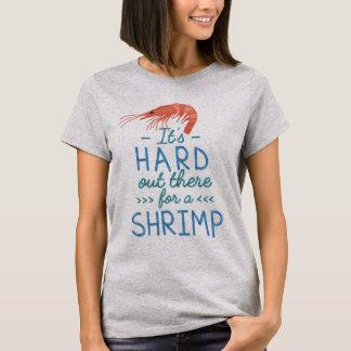 T-shirt Personnes courtes drôles dur là pour une crevette