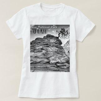 T-shirt Photo noire et blanche de paysage d'arbre de