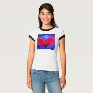 T-shirt Pièce en t de coupure de coeur