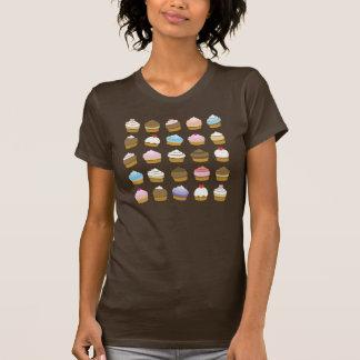 T-shirt pièce en t de motif de petit gâteau