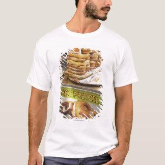 T-shirt Pile de bretzels à une stalle