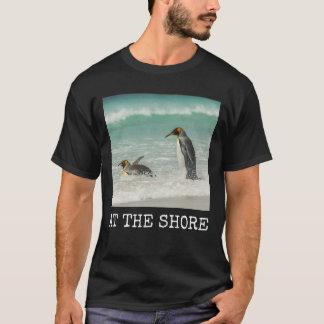 T-shirt Pingouins nageant sur la plage