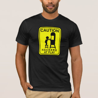 T-shirt Pirates informatiques de précaution au jeu - scie