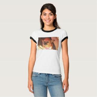 T-shirt plan rapproché brun de chien de chiwawa de partie