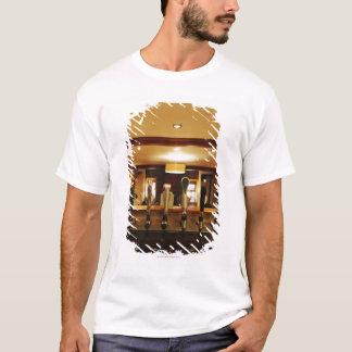 T-shirt Plan rapproché des robinets de bière dans la barre