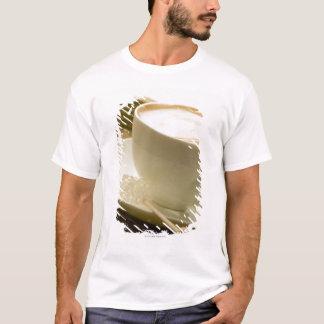 T-shirt Plan rapproché d'une tasse de café avec une