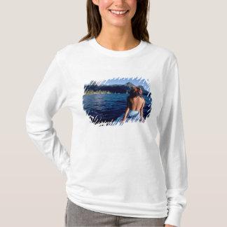 T-shirt Polynésie française, Moorea. Femme appréciant la