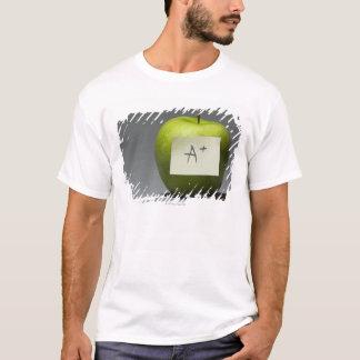 T-shirt Pomme verte avec la note adhésive avec la lettre A