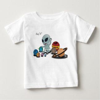 """T-shirt Pour Bébé Bébé """"A"""", jouant w/Planets"""