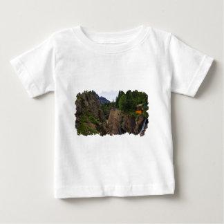 T-shirt Pour Bébé Chambre et cascade outre de passage d'Imogene