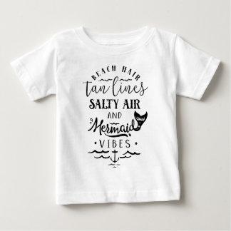 T-shirt Pour Bébé Cheveux de plage, lignes bronzages, air salé, et