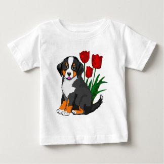T-shirt Pour Bébé Chien de montagne de Bernese avec des tulipes