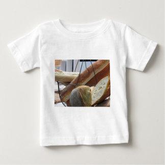 T-shirt Pour Bébé Composition avec différents types de pain cuit au