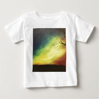 T-shirt Pour Bébé Contre les étoiles