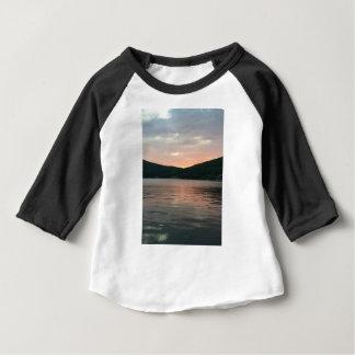 T-shirt Pour Bébé Coucher du soleil sur l'eau