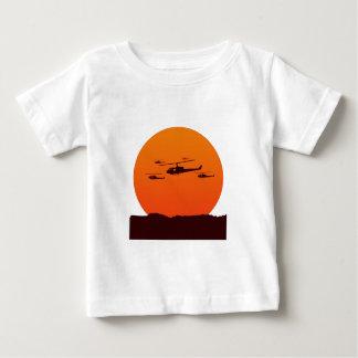 T-shirt Pour Bébé couperets à la plage de coucher du soleil