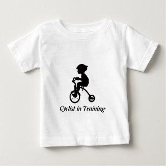T-shirt Pour Bébé Cycliste dans la formation