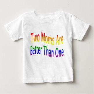 T-shirt Pour Bébé Deux mamans améliorent (l'arc-en-ciel)