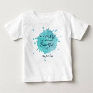 T-shirt Pour Bébé étrange mais beau avec le hashtag 3