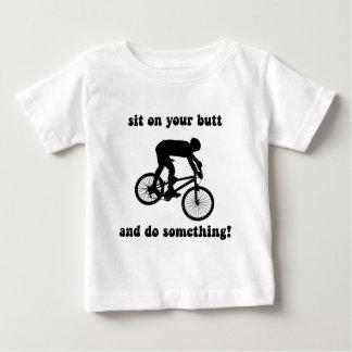T-shirt Pour Bébé Faire du vélo drôle de montagne