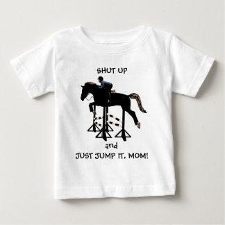T-shirt Pour Bébé Fermez-et sautez-juste le cheval