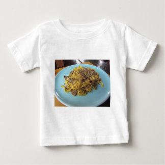 T-shirt Pour Bébé Fettuccine frais italien avec des champignons de