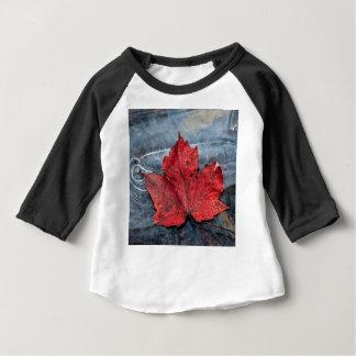 T-shirt Pour Bébé Feuille d'érable sur la glace