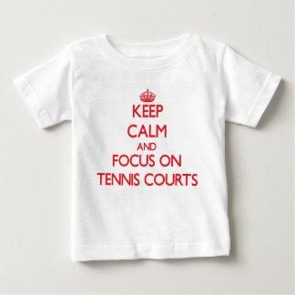 T-shirt Pour Bébé Gardez le calme et le foyer sur des courts de