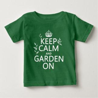 T-shirt Pour Bébé Gardez le calme et le jardin dessus - toutes les