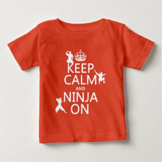 T-shirt Pour Bébé Gardez le calme et le Ninja sur (dans toute