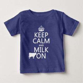 T-shirt Pour Bébé Gardez le calme et trayez sur (les vaches) (dans