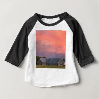 T-shirt Pour Bébé Grange isolée