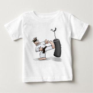 T-shirt Pour Bébé Homme de karaté de ceinture noire donnant un coup