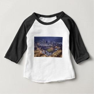 T-shirt Pour Bébé Horizon de ville de Denver et champ de Coors la
