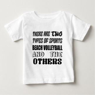 T-shirt Pour Bébé Il y a deux types de VOLLEYBALL de PLAGE de sports
