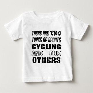 T-shirt Pour Bébé Il y a deux types du recyclage et de d'autres de