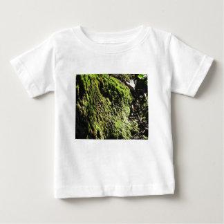 T-shirt Pour Bébé La mousse verte dans le détail de nature de la