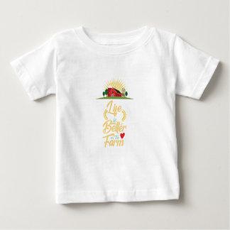 T-shirt Pour Bébé La vie est meilleure à la ferme élevant