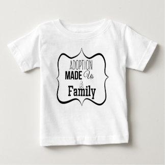 T-shirt Pour Bébé L'adoption nous a fait une famille