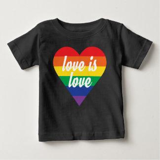 T-shirt Pour Bébé L'amour est chemise de bébé de coeur de fierté