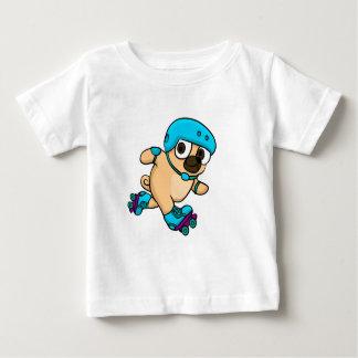 T-shirt Pour Bébé Le carlin de bande dessinée fait du roller dessus