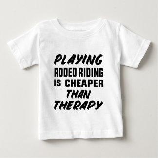 T-shirt Pour Bébé Le jeu de l'équitation de rodéo est meilleur