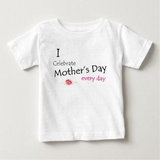T-shirt Pour Bébé Le jour de mère est chaque jour