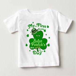 T-shirt Pour Bébé Le jour de premier St Patrick du bébé nommé fait